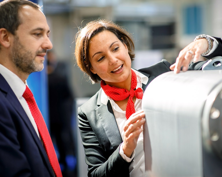 Woman shows man product at Chillventa
