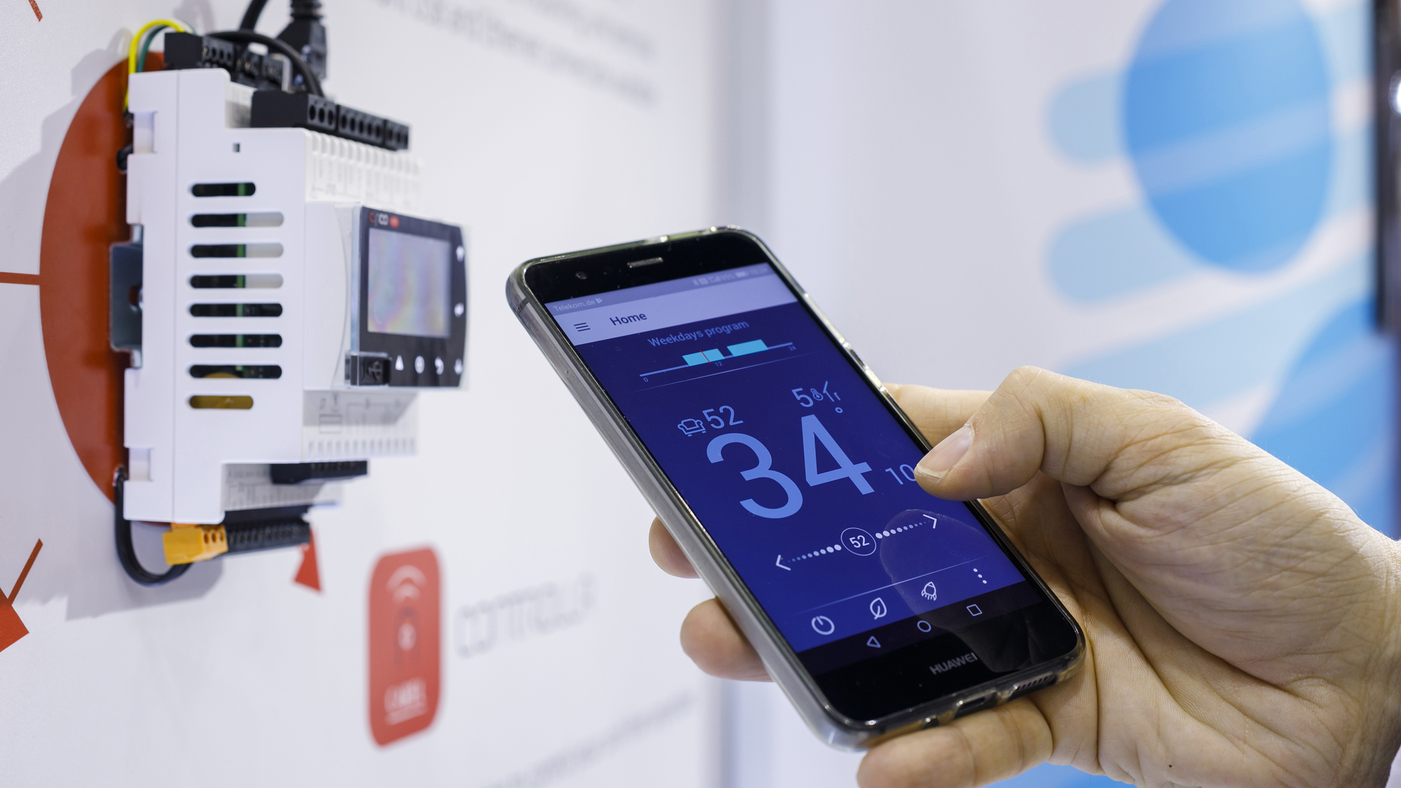 Smartphone with temperature display